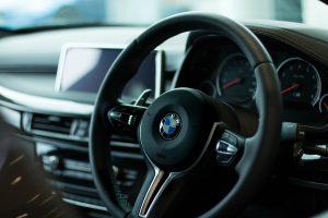 desguacesn430 ¿Por qué vibra el volante de un coche? Principales causas