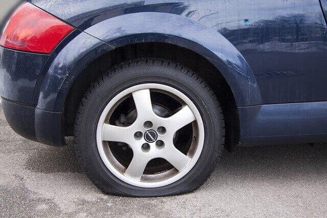 rueda pinchada por alta temperatura de los neumáticos desguacesn430