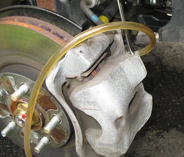 desguacesn430 cambio liquido de frenos en una rueda