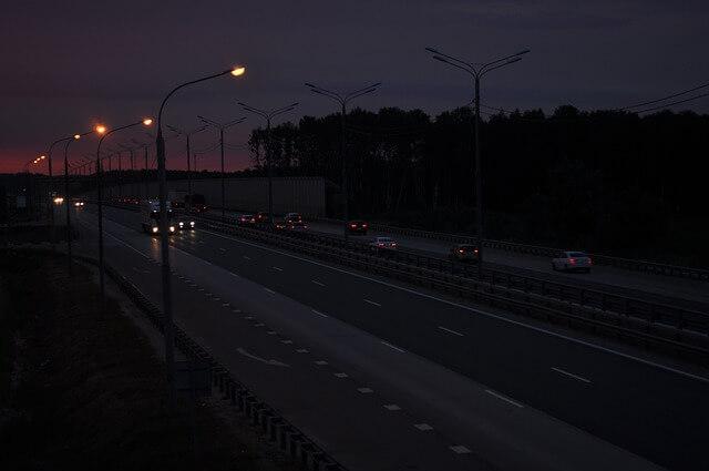 Consejos y claves para conducir de noche con seguridad desguacesn430