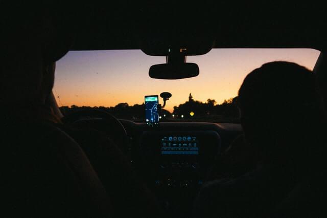 Habitáculo Interior del vehículo con la menor luz posible
